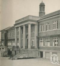 "<span class=""caption-caption"">The West End State School</span>. <br />From <span class=""caption-book"">Brisbane, Queensland's Capital</span>, <span class=""caption-creator"">Oswald L. Ziegler</span>, <span class=""caption-publisher"">Brisbane City Council</span>, Brisbane, 1949, collection of <span class=""caption-contributor"">Centre for the Government of Queensland</span>."