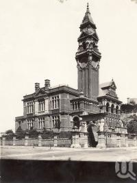 "<span class=""caption-caption"">South Brisbane Town Hall</span>, date unknown. <br />Photograph, collection of <span class=""caption-contributor"">Mobsby Collection, Fryer Library, UQ</span>."
