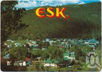 "<span class=""caption-caption"">Overlooking township, Esk</span>, c1970-2000. <br />Postcard, collection of <span class=""caption-contributor"">Murray Views Collection</span>."